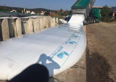 Lettenbichler Lastwagen Feuchtfuttermittel entladen im Schlauch