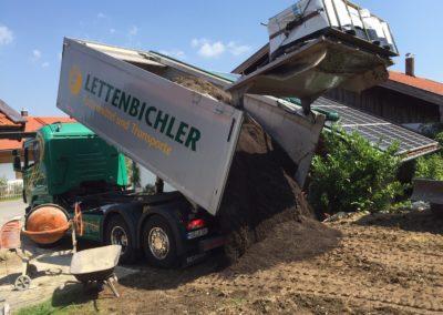 Lettenbichler LKW Lastwagen entladen Schüttgut Baustelle