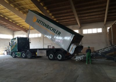 Lettenbichler entladen Schüttgut Pellets Futtermittel Lastwagen LKW