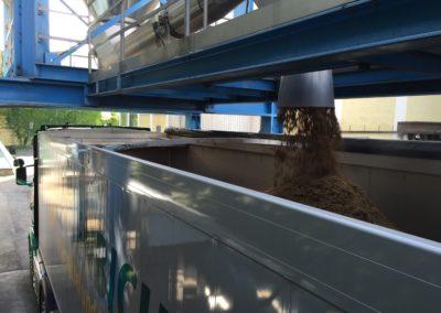 Silo Lettenbichler Lastwagen LKW beladen Feuchtfuttermittel Biertreber