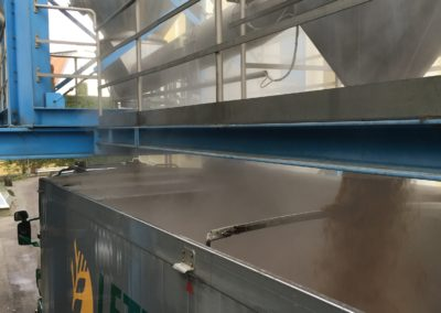 Lettenbichler Futtermittel Feuchtfuttermittel Silo Ladefläche beladen Biertreber