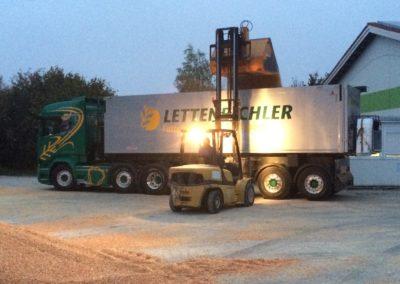Lettenbichler LKW Lastwagen transport beladen stapler