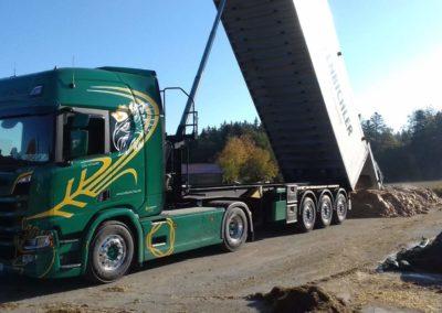 Lettenbichler Lastwagen LKW entladen Feuchtfuttermittel Biertreber