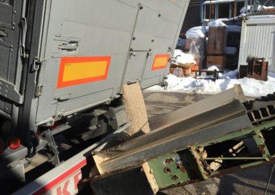 Lettenbichler Schüttgut entladen Futtermittel Lastwagen