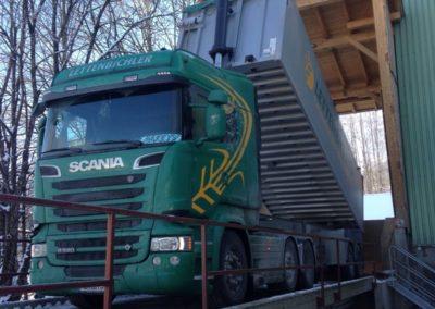 Lettenbichler Lastwagen entladen Rampe