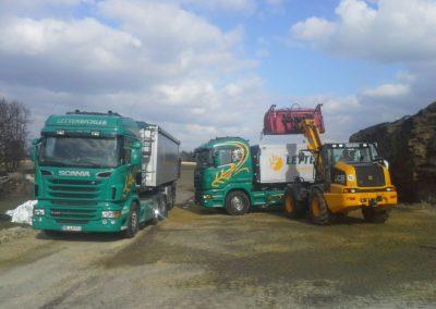 Lettenbichler Lastwagen beladen Radlader beladen Schüttgut transport