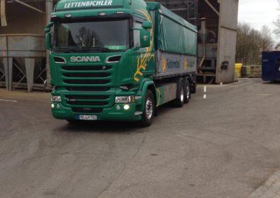 Lastwagen LKW gespann entladen