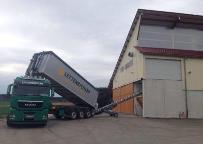 Lettenbichler Lastwagen entladen Schüttgut